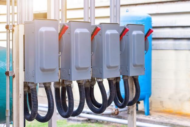 Elektrischer schaltschrank im werk