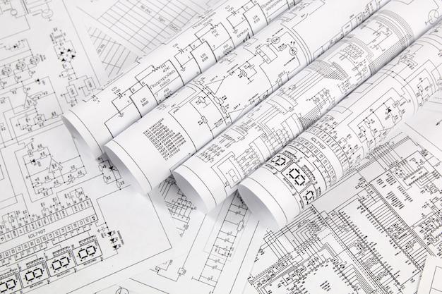 Elektronik und technik. gedruckte zeichnungen von stromkreisen