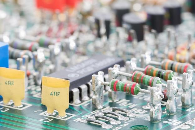 Elektronische hardware der nahaufnahme auf der leiterplatte