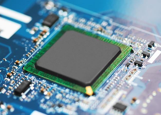 Elektronische leiterplatte mit prozessor