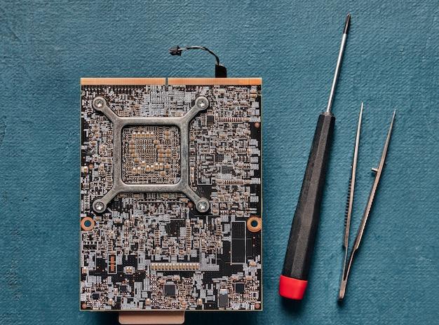 Elektronische leiterplatte schließen