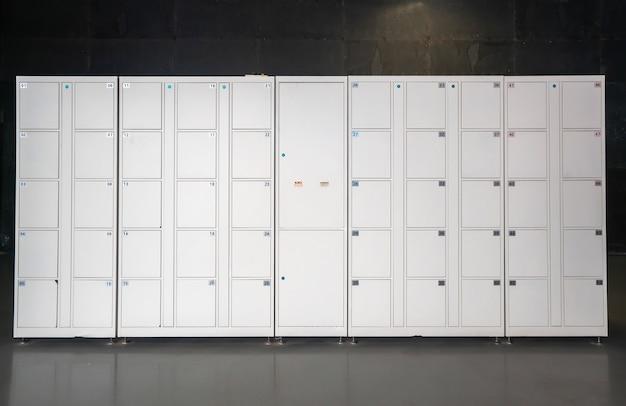 Elektronische schließfächer in einkaufszentren
