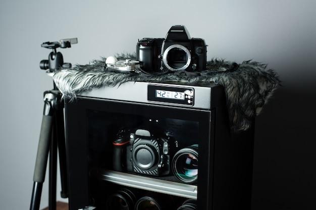 Elektronisches trockengehäuse für aufbewahrungskameraobjektive und andere fotoausrüstung
