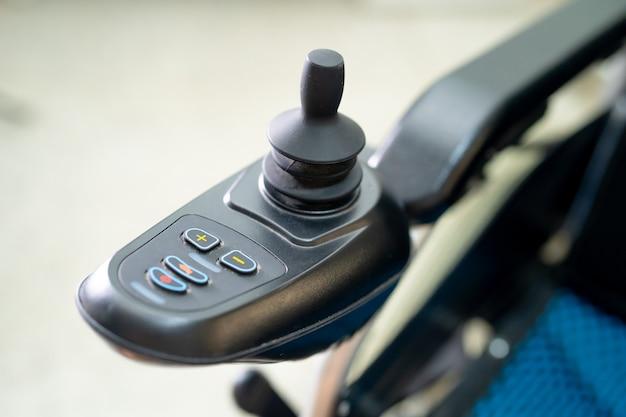 Elektrorollstuhl für alte ältere patienten kann nicht gehen oder deaktivieren.