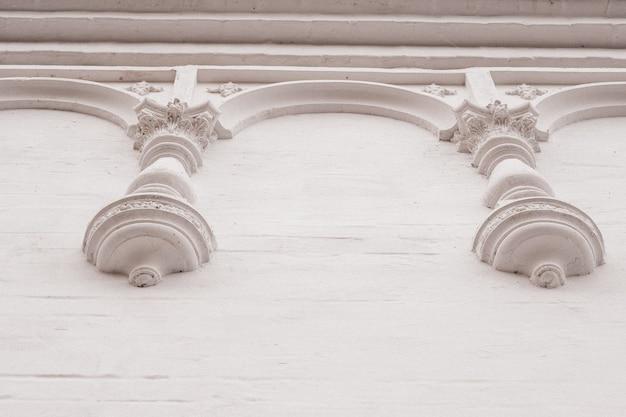 Elemente der architektonischen dekoration von gebäuden, gipsstuck, wandstruktur, gipsverzierungen und -mustern