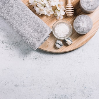 Elemente für eine entspannende massage in einem spa