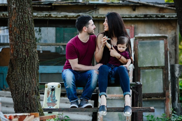 Eltern, die mit babysitting