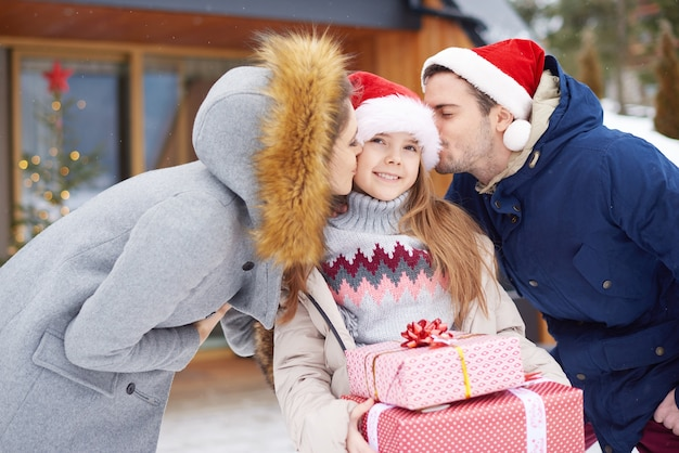 Eltern kümmern sich um ihre tochter