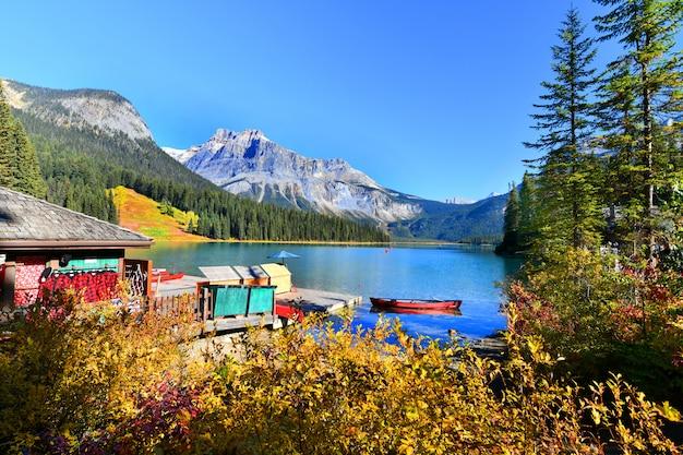 Emerald lake, yoho national park in kanada