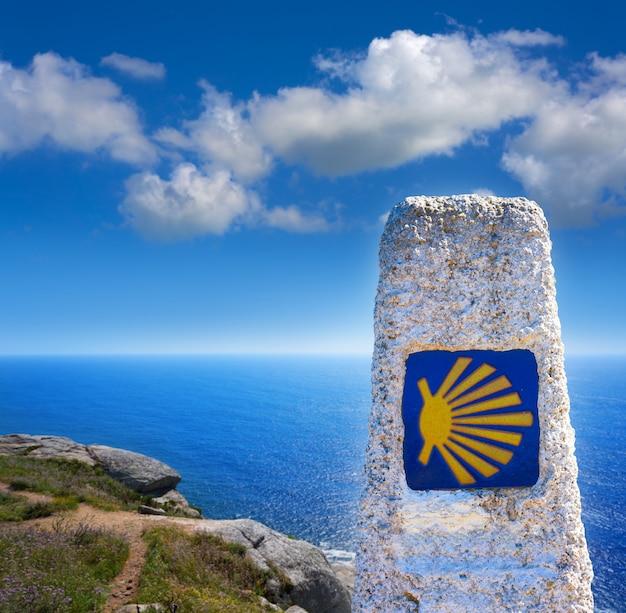 Ende des jakobsweges zeichen von finisterre in galicien