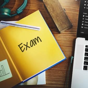 Endgültige prüfungsergebnisse test lesen bücher wörter konzept