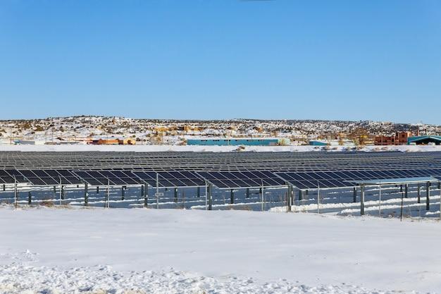 Energie begrenzt im winter von photovoltaik-paneelen