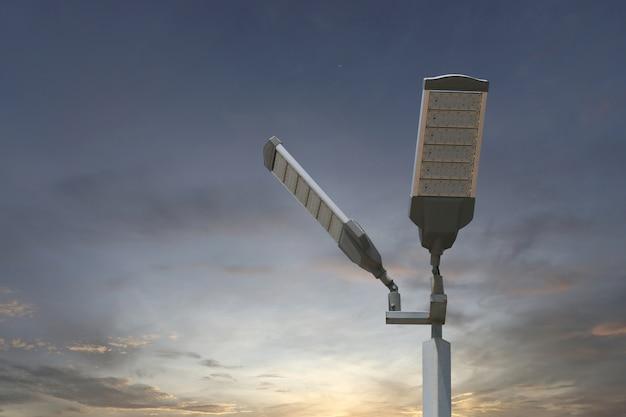 Energieeinsparung des solar-led-lichtmasts auf himmelhintergrund.