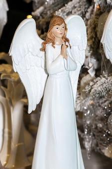 Engelsmädchenspielzeug auf weihnachten, neujahrsdekoration