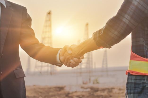Engineering shake hand sonnenlicht