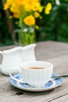 Englischer tee auf dem tisch