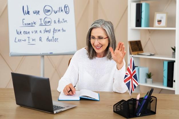 Englischlehrerin macht online-unterricht