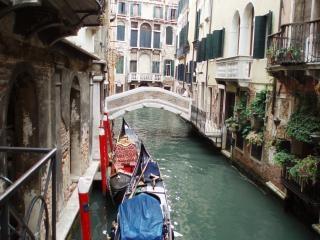 Entdecken sie die kanäle in venedig, italien