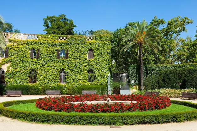 Entfernt palast am labyrinthpark in barcelona.