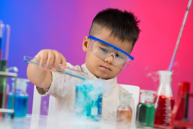 Enthusiastischer chemiker