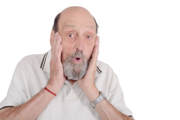 Entsetzter älterer mann