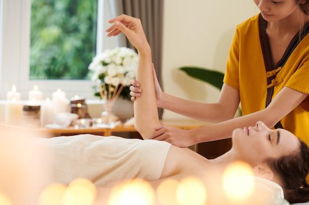 Entspannte wellnessmassage