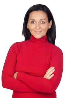 Entzückende frau mit dem roten t-shirt lokalisiert auf einem über weißen hintergrund