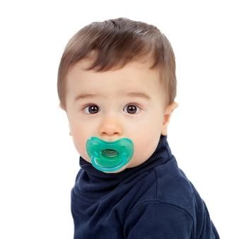 Entzückendes baby mit schnuller
