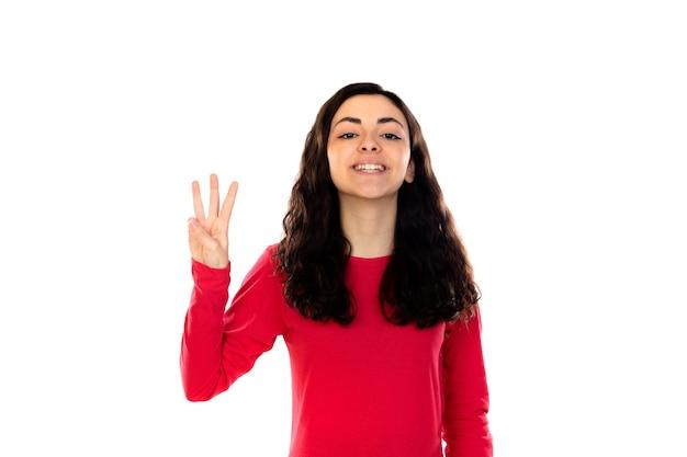 Entzückendes junges mädchen mit rotem pullover lokalisiert auf einer weißen wand