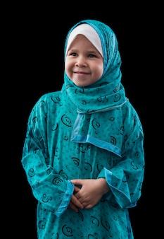 Entzückendes junges muslimisches mädchen