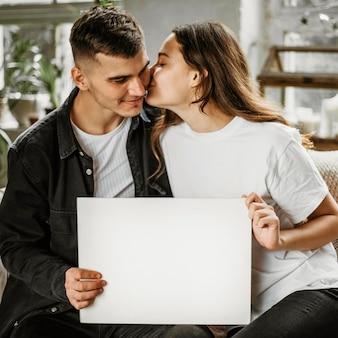 Entzückendes junges paar in der liebe