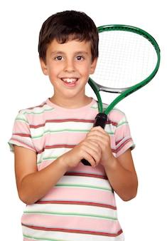 Entzückendes kind mit einem tennisschläger getrennt auf a über weiß