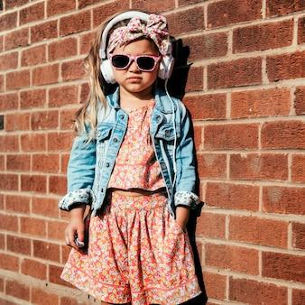 Entzückendes nettes konzept fashionista girl child