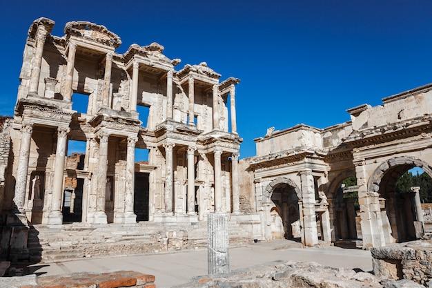 Ephesus-bibliothek von celsus im alten ephesus