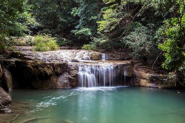 Erawan wasserfälle in thailand