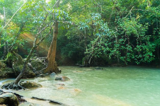 Erawan-wasserfall, erawan-nationalpark bei kanchanaburi in thailand