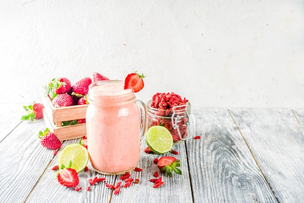 Erdbeer-goji-smoothie