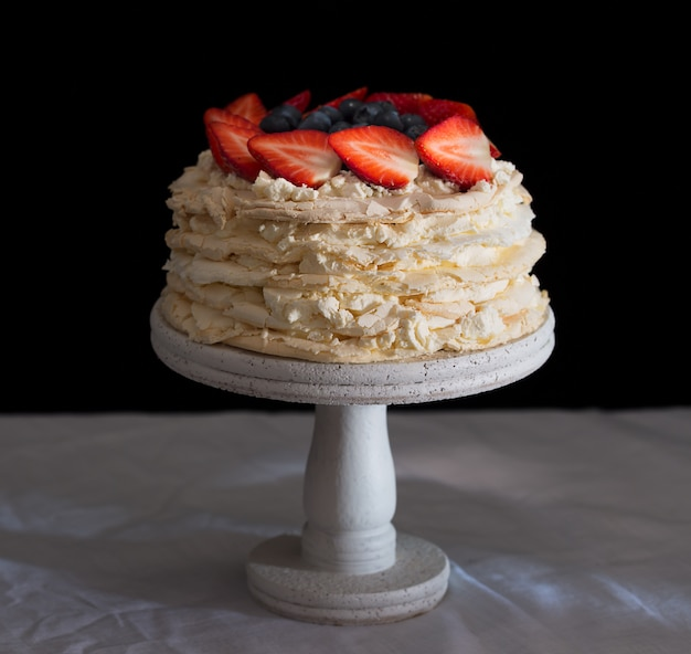 Erdbeer-pavlova-kuchen