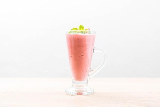 Erdbeer-smoothies-milchshake