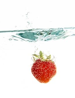 Erdbeere im wasser