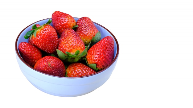 Erdbeeren auf einer keramikschale