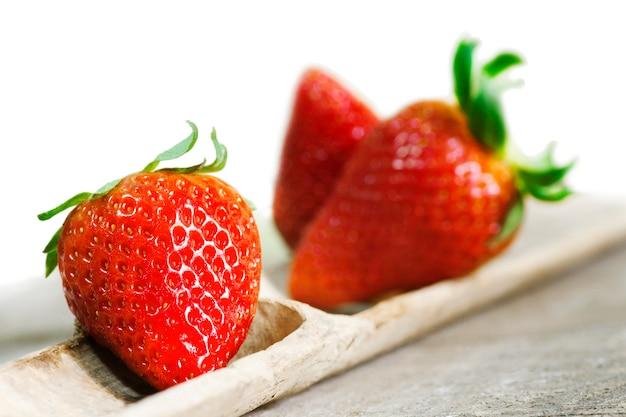 Erdbeeren auf holz