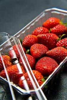 Erdbeeren in der packung.