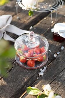 Erdbeeren in einer glasschüssel