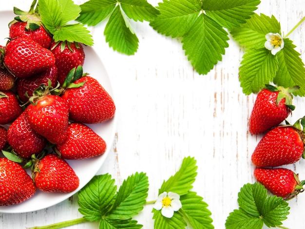 Erdbeeren mit blättern
