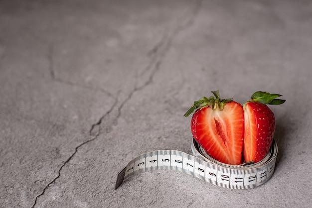 Erdbeeren mit maßband