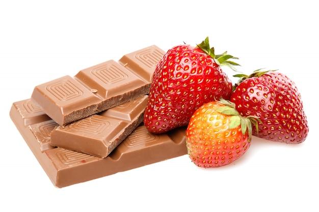 Erdbeeren und schokoriegel
