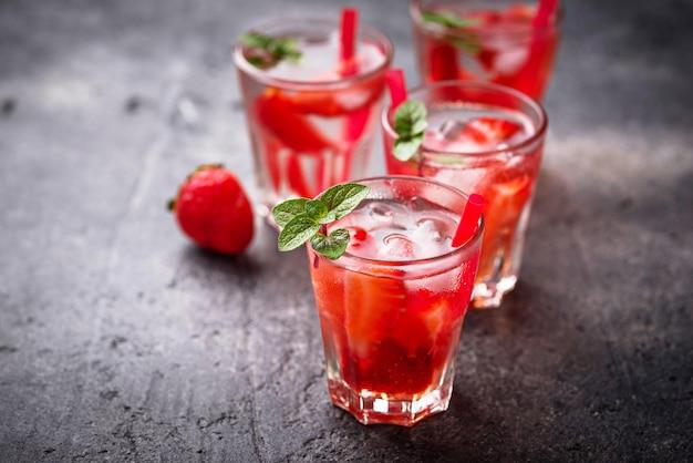 Erdbeerlimonade des frischen getränkes des sommers