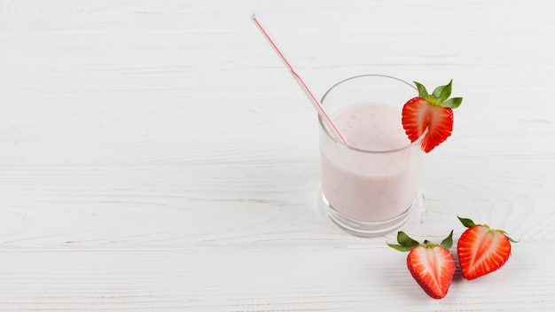 Erdbeermilchshake im glas