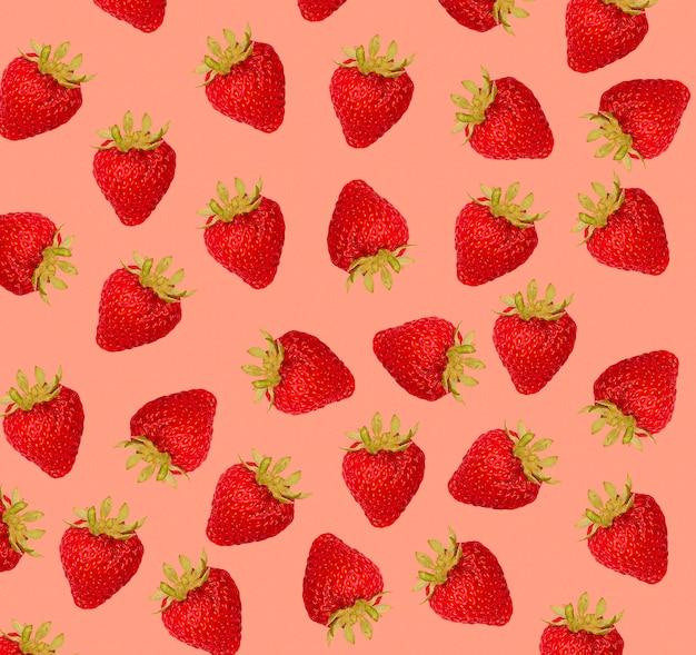 Erdbeermuster auf rotem hintergrund